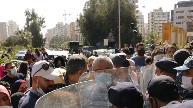 إعتصام لمتعاقدي الأساسي أمام وزارة التربية