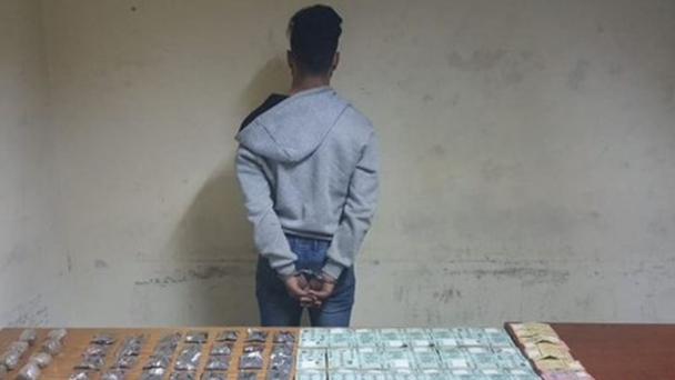 بالجرم المشهود.. إلقاء القبض على مروّج مخدّرات في برج حمود