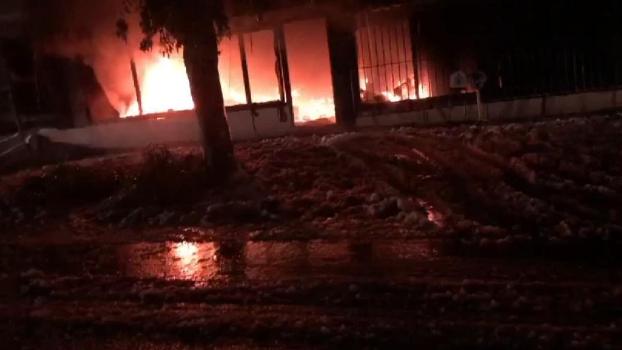 بالفيديو: إصابة شقيقين في حريق أحد المنازل في بلدة سحمر