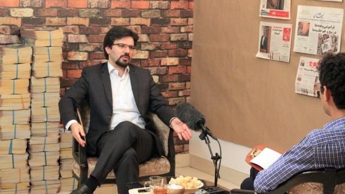 بعد إتهام رئيس البرلمان الإيراني بالفساد.. صحافي يواجه السجن
