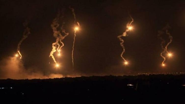 قنابل مضيئة وظاهرة غير إعتيادية في الجنوب