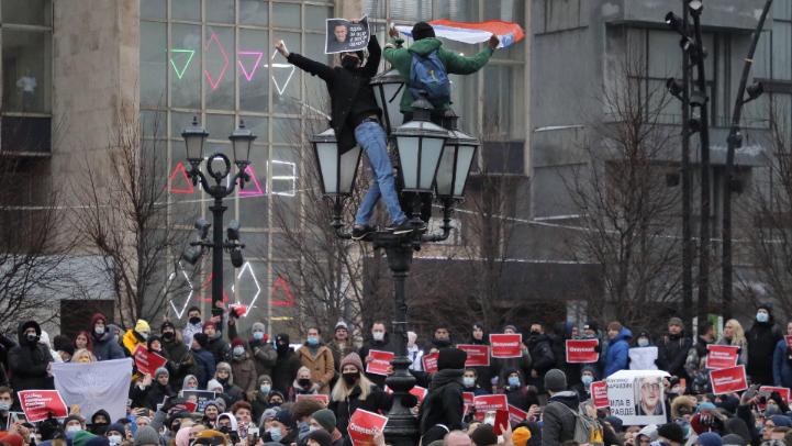 مظاهرات داعمة لنافالني.. والإعتقالات مستمرة