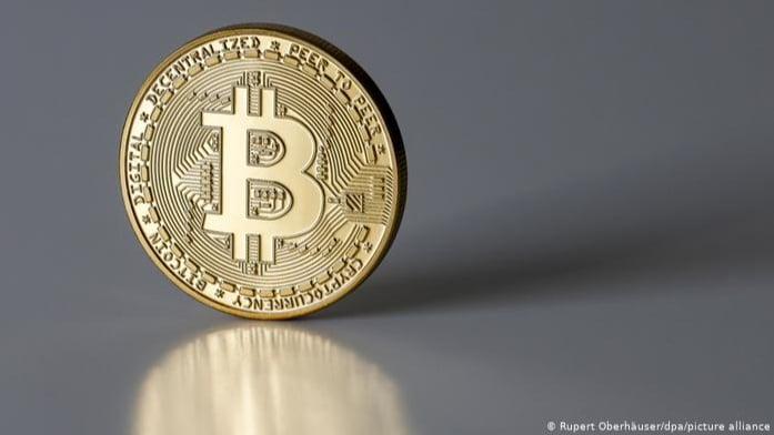 """إنخفاض كبير في قيمة العملة الرقمية """"بيتكوين"""""""