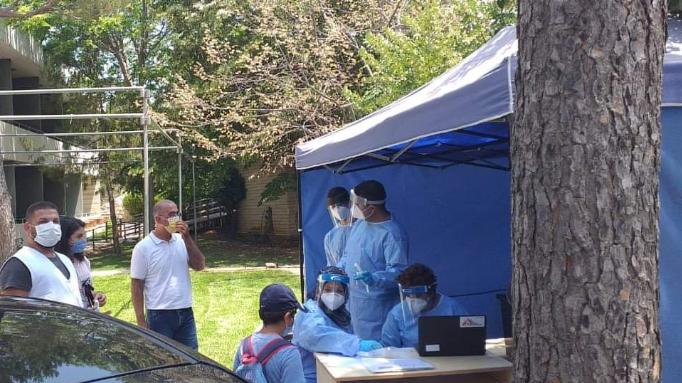 مستشفى عين وزين توضّح حقيقة إعطاء اللقاح لغير المسجّلين