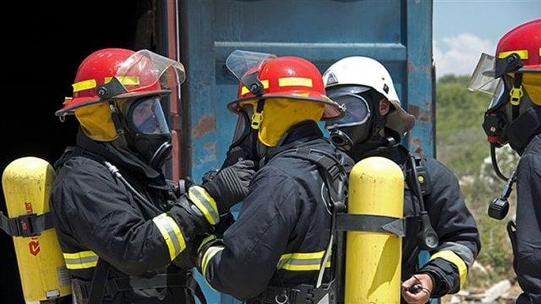 إخماد حريق داخل شقة في أدونيس