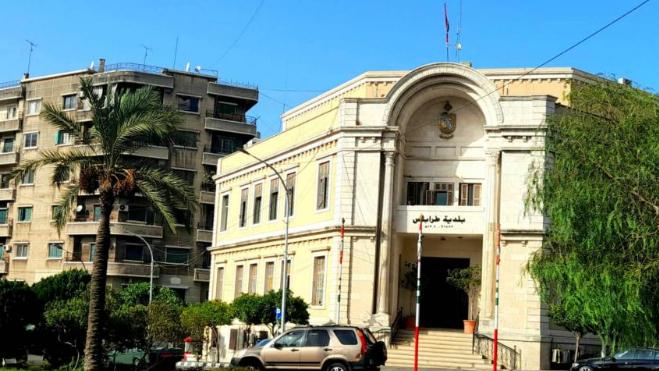 """إحراق مبنى البلدية """"مؤامرة"""" لطمس هوية طرابلس وتاريخها!"""