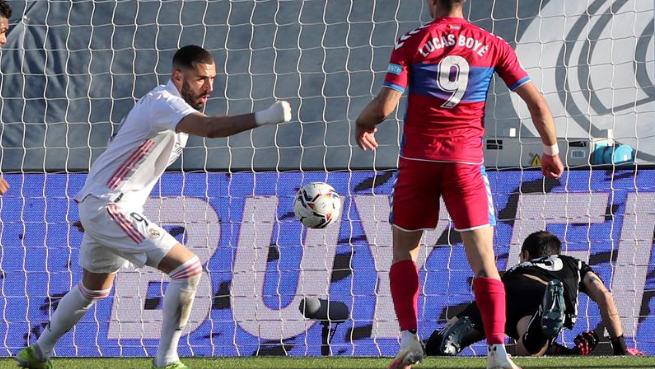 بنزيما يتألق ويُنقذ ريال مدريد من الخسارة