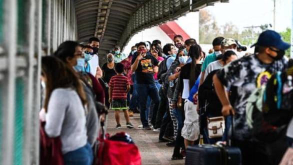 أزمة إنسانية على الحدود.. وبايدن يوجه رسالة صادمة للمهاجرين