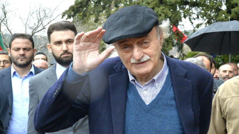 """جنبلاط """"رجل الدولة"""" المدرك لكلفة انزلاق البلاد.. التسوية آخر رهانات اللبنانيين"""
