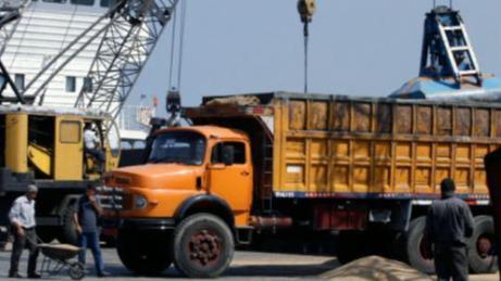 """إجتماع في مرفأ بيروت عرض تعرفة النقل للشاحنات.. وإعتصام لموظفي الصيانة في مجمع """"اللبنانية"""""""