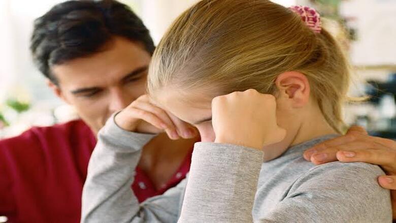 كيف يمكن أن تؤثر التربية القاسية على دماغ طفلك؟