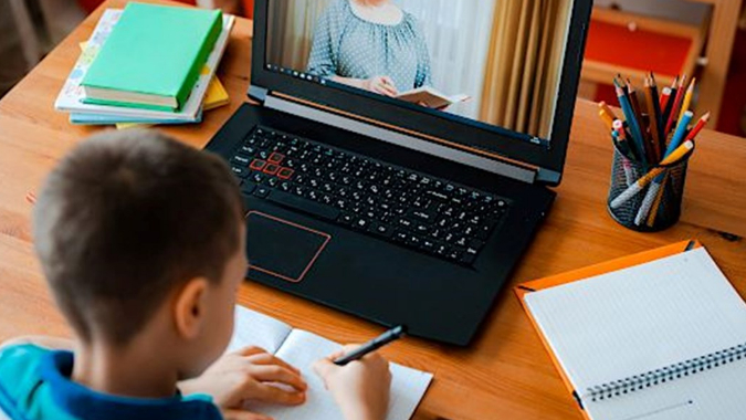 عبثيّة التعليم عن بعد: بداية تسرُّب مدرسي مقنّع؟