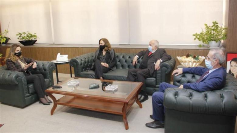 اجتماع في وزارة الإعلام بحث في إطلاق حملة للتوعية من القرصنة والهجوم السيبراني