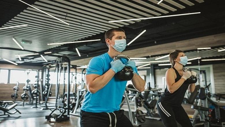 ارتداء الكمامة أثناء ممارسة التمارين لا يؤثر على الصحة