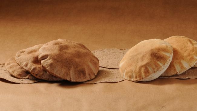 """إجتماعات بين """"أمل"""" ونقيب إتحاد الأفران.. هل يعود توزيع الخبز؟"""