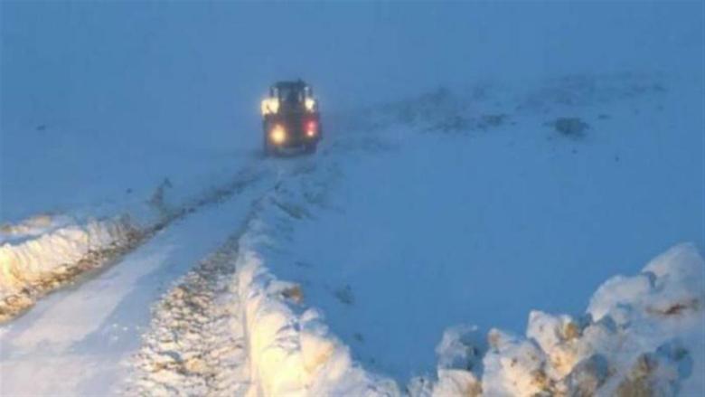 انقاذ مواطنين حاصرتهم الثلوج في صنين