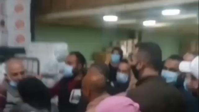 بعد سقوط قتيل إثر إشكال في طرابلس.. اقتحام مستودع وأخذ الحصص الغذائية
