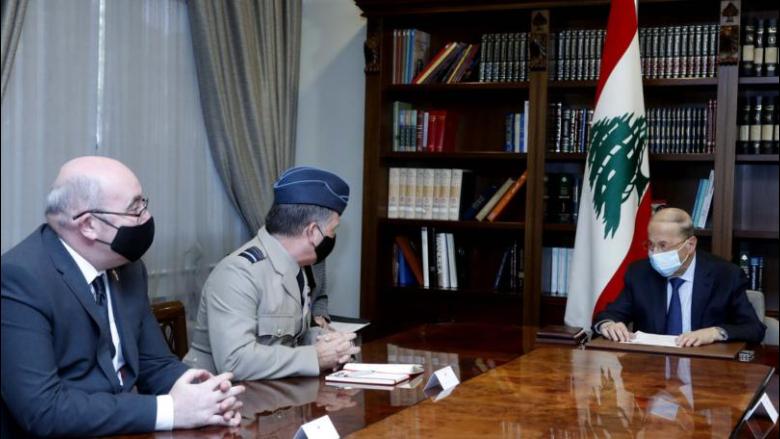 عون عرض مع الماريشال مارتن سامبسون العلاقات اللبنانية - البريطانية
