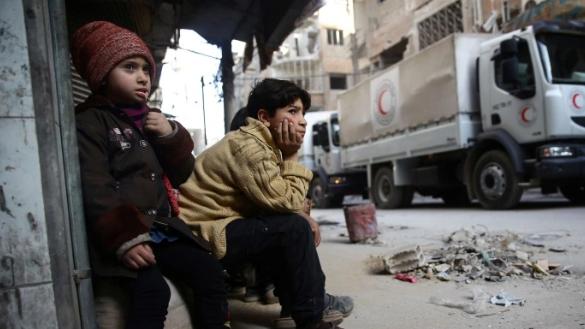 """""""فورين بوليسي"""": نظام الأسد يُعرقل المساعدات الإنسانية للسوريين"""