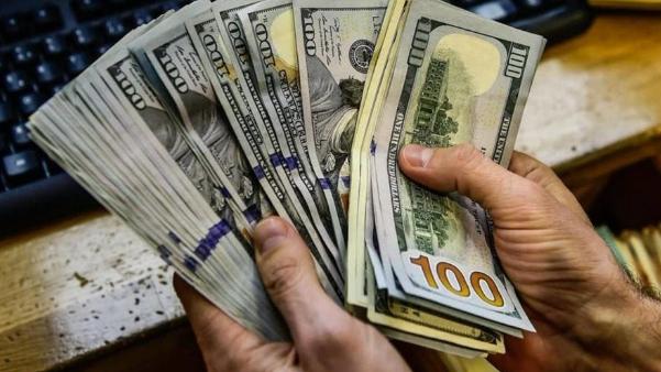 """وقف التهريب شرطٌ لنجاح منصة """"المركزي""""... وهل ينخفض سعر صرف الدولار؟"""