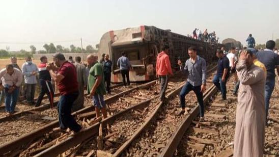 مرة جديدة في مصر.. إنقلاب قطار ووقوع إصابات