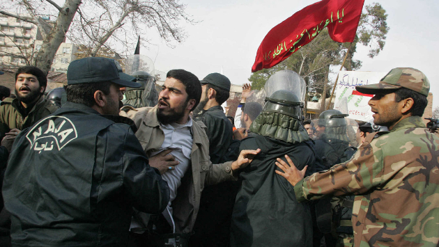 خلافات وأزمة ثقة بين الأجهزة الأمنية الإيرانية