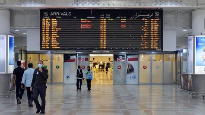الكويت تعلق الرحلات الجوية التجارية المقبلة من الهند