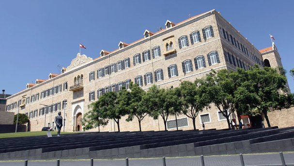 الانهيار يسابق الفراغ الحكومي على وقع أعراف جديدة في الحكم... لبنان يعود ساحة