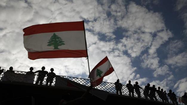 ترقّبٌ محلي لمفاوضات الخارج وفرنسا ترفع سيف القيود.. التلاعب بمستقبل اللبنانيين مستمر