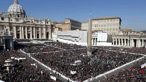 الحريري تبلّغ موعد اللقاء مع البابا فرنسيس