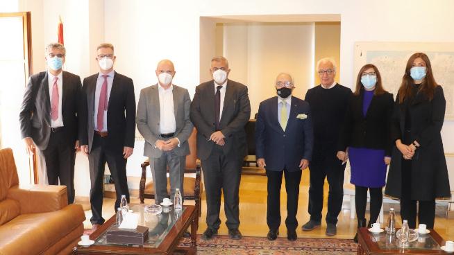 في إطار مساعي إعادة الإعمار.. إجتماع بين السفير الالماني ومحافظ بيروت
