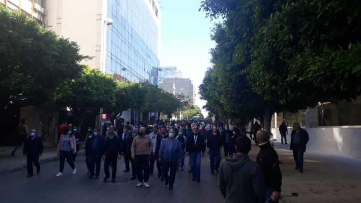 أهالي الطلاب اللبنانيين في الخارج: من الأقوى القانون أم المصارف؟