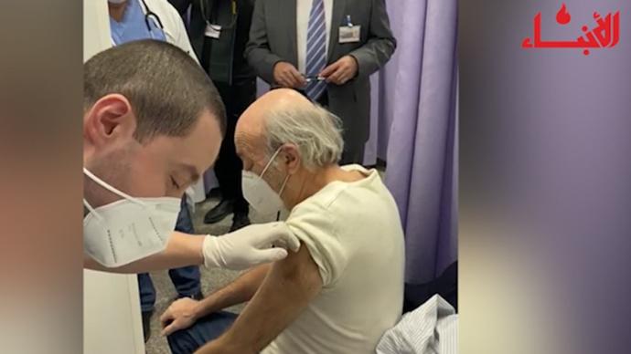 بالفيديو: جنبلاط يتلقّى الجرعة الأولى من اللقاح المضاد لكورونا