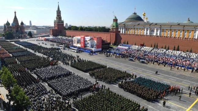 جنبلاط أبرق إلى بوتين ومسؤولين روس مهنئًا بذكرى الإنتصار