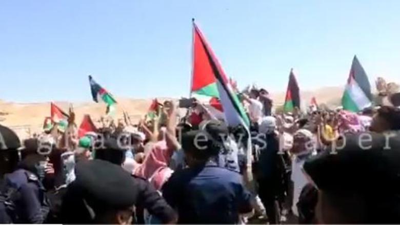 لليوم الثاني.. الأردنيون يتظاهرون عند الحدود مع فلسطين