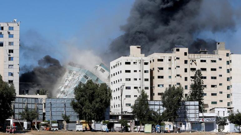 """بعد """"برج الجلاء"""" إسرائيل تستهدف """"برج مشتهى""""... وصواريخ تسقط في تل أبيب"""