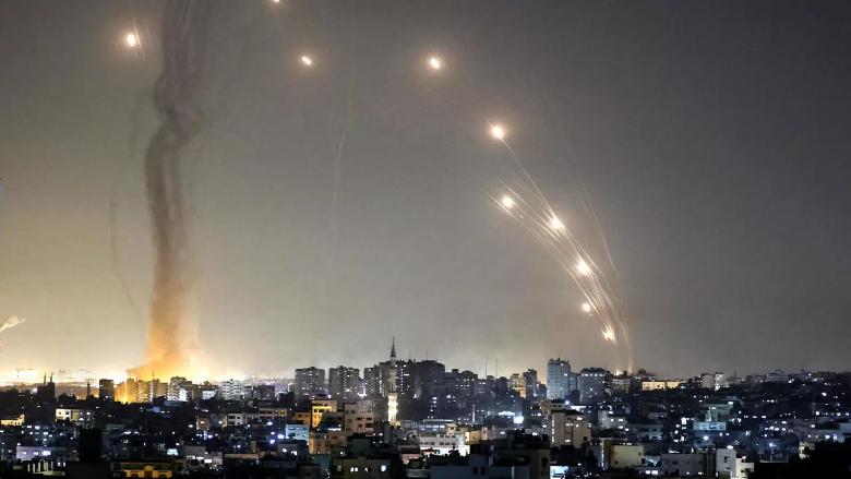 ليلة عنيفة في فلسطين.. الإحتلال يكثّف القصف والفصائل صامدة