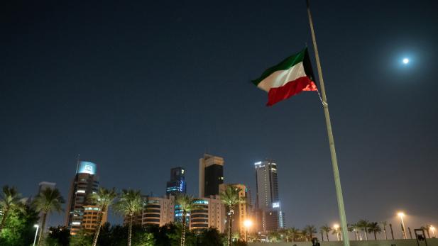 الكويت تستدعي القائم بأعمال السفارة اللبنانية: نستنكر الإساءة