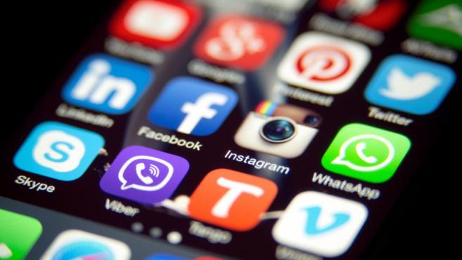 شبهات حول تطبيقٍ هاتفي.. وتحذير