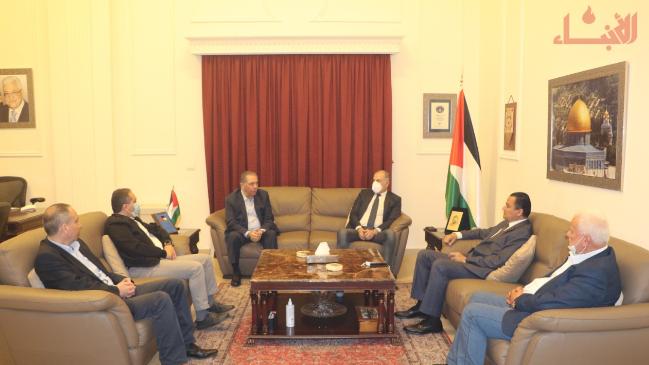 """وفد من """"اللقاء الديمقراطي"""" و""""التقدمي"""" زار سفارة فلسطين متضامنًا"""