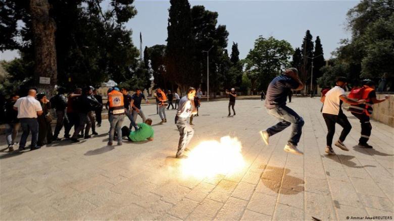 تجدد المواجهات بين شرطة الإحتلال الإسرائيلي والفلسطينيين في باحة الأقصى