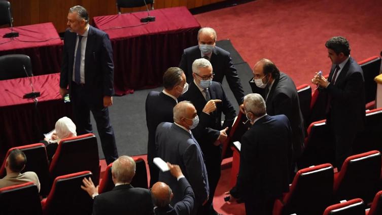 البرلمان يجدد تكليف الحريري مرتين رافضاً الإملاءات الرئاسية