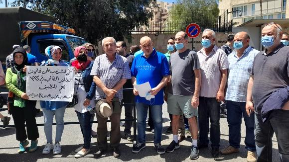 إعتصام لجمعية أولياء الطلاب في الجامعات الأجنبية أمام السفارة الفرنسية