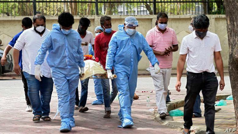 """منظمة الصحة تكشف سبب """"تسونامي كورونا"""" في الهند"""