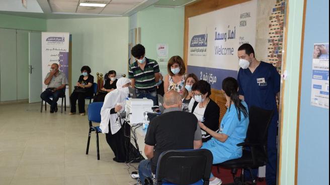 اليوم الأول من ماراتون فايزر: 566 شخصًا تلقوا اللقاح في عين وزين