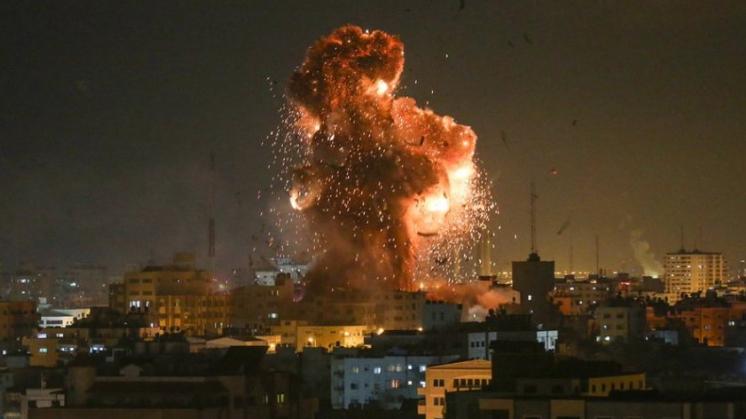 طائرات الإحتلال قصفت موقعين في خان يونس وغزة