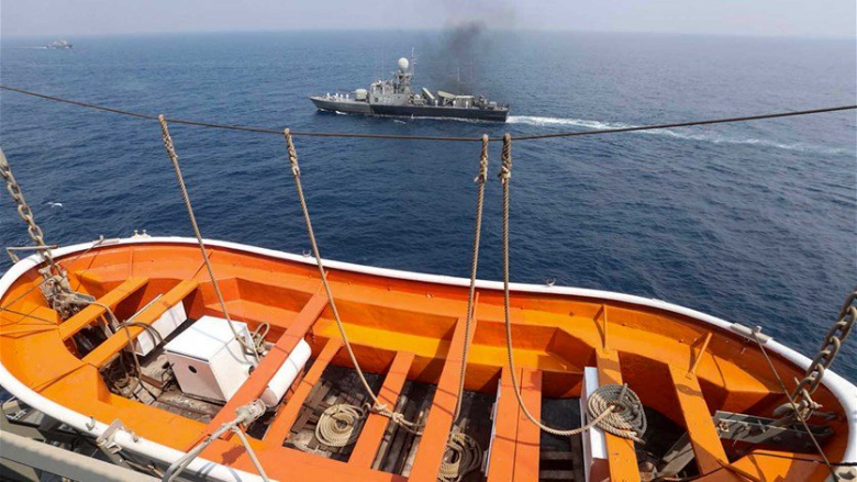 البحرية الإيرانية تعلن عن غرق سفينة إمداد في خليج عمان ولا ضحايا