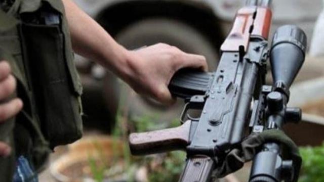 ظاهرة العثور على أسلحة في الشوارع.. ماذا تخبئ وراءها؟