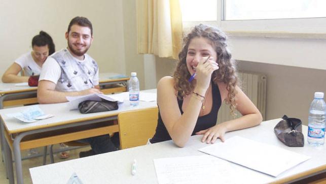 عزوف أساتذة عن المشاركة في أعمال المراقبة والتصحيح: هل تجرى امتحانات «البريفيه» فعلاً؟
