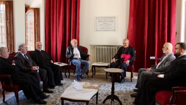 جنبلاط زار كرسي المطرانية في بيت الدين والتقى المطران العمّار